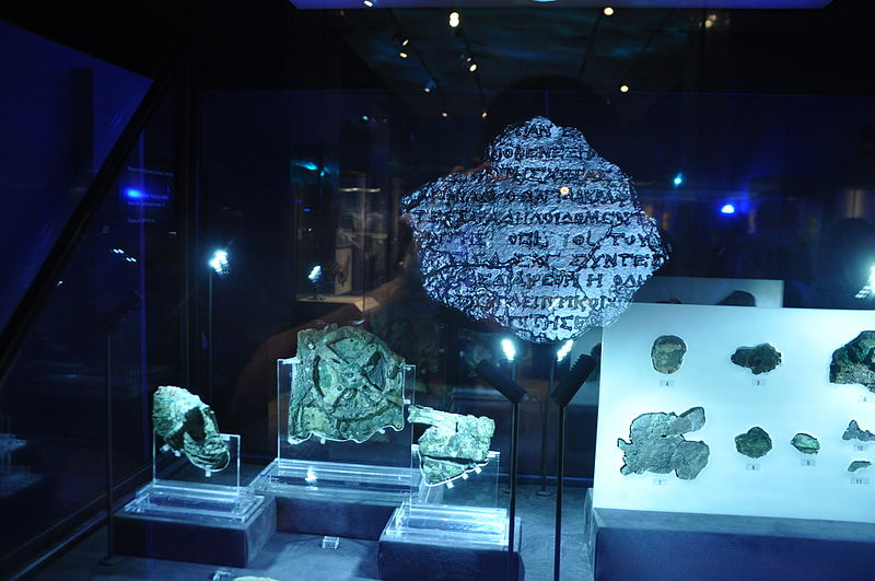 hologram of museum display items